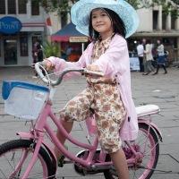 Taman Fatahillah : Anak bermain sepeda