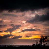 Awan Gelap Saat Senja Di PaRis