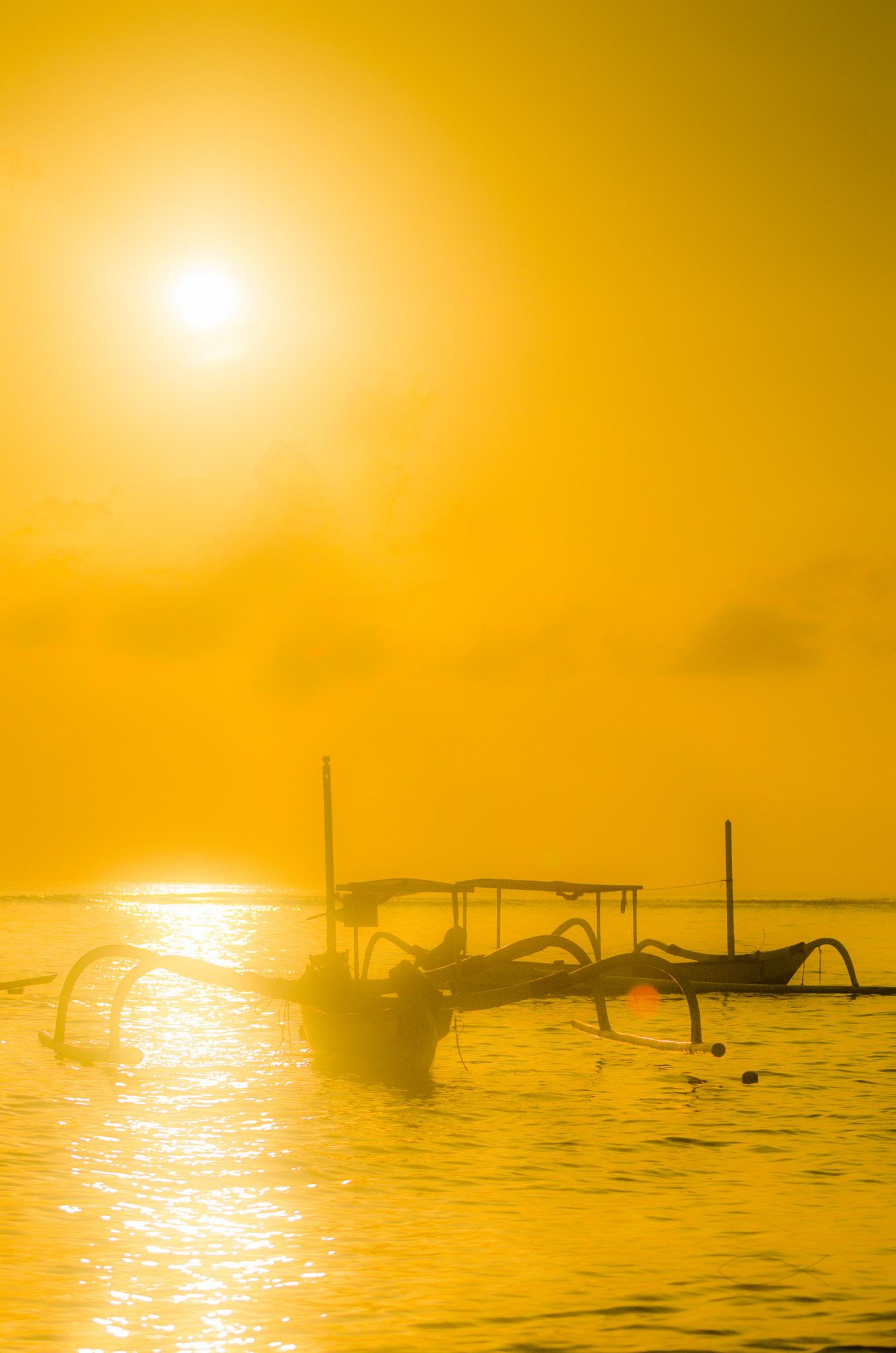 Matahari dan perahu